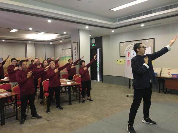 04--手语舞学习.jpg